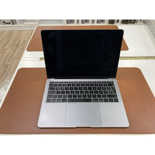 "Apple MacBook Air 13"" Retina - 128 GB - Asztroszürke"